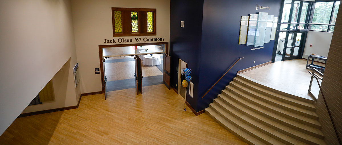 A view of the Hauske Family Lobby and Jack Olson '67 Commons